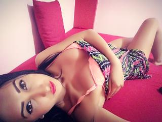 suesseniki - Sexcams - I am a sexy, adventurous, young woman. My name is Niki, I am 22 years old - and I`m here to make you happy. Do not hesitate to visit my room! More surprises await you. ;)