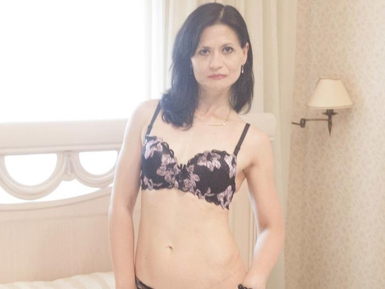EVILENSA - Sexcams - I`d love to please you! I`m a hot type - always thinking about sex and always ready to talk about it. Are you in the mood to chat with me? Come in and tell me your fantasies!