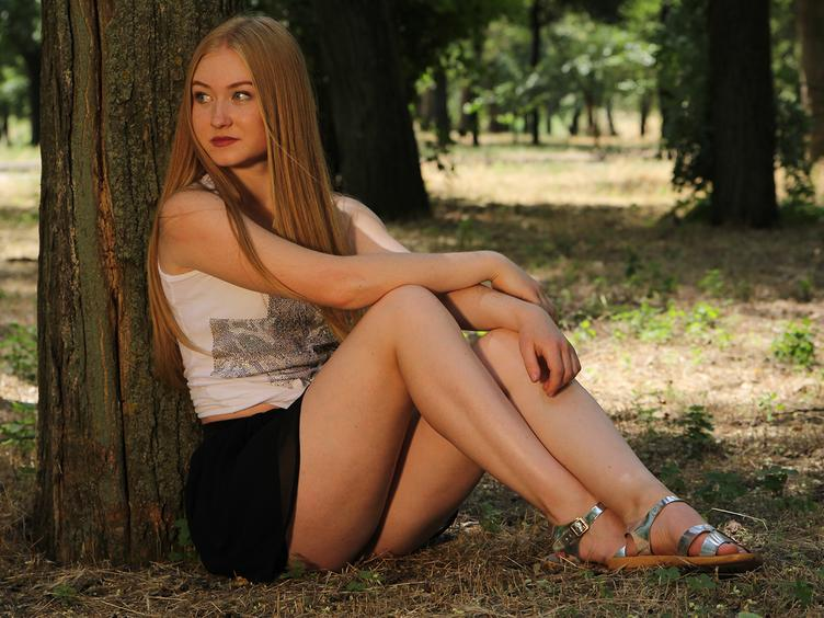 Emilia - Sexy girl with a great personallity willing to have fun and meet new people !